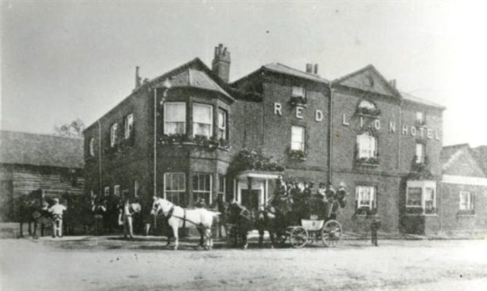 The Red Lion Hotel, Great North Road, Hatfield (date unknown)   HALS