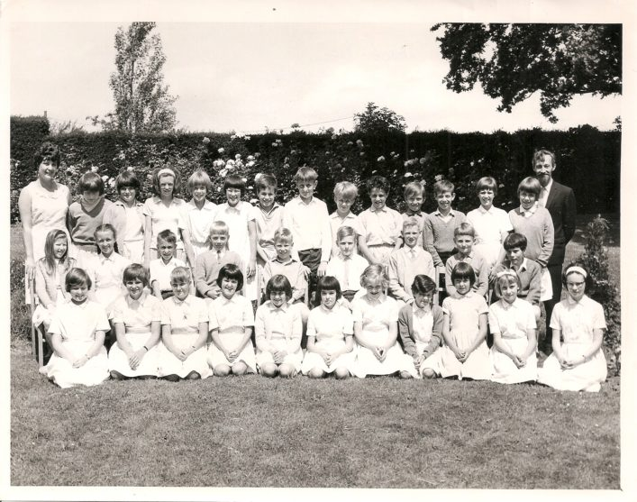 A class photo from the 1970s.  Can you recognize anyone? What are the names of the teachers?