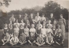 Photo class 6 circa 1940 at Dellfield Newtown Infants School.