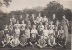 Photo class 6 circa 1940 at Dellfield Newtown Infants School.
