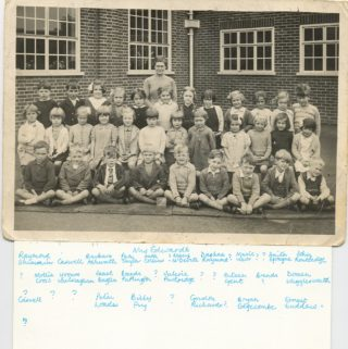 Photo 1: Class 2 Green Lanes School 1941/1942 | Green Lanes Photographer