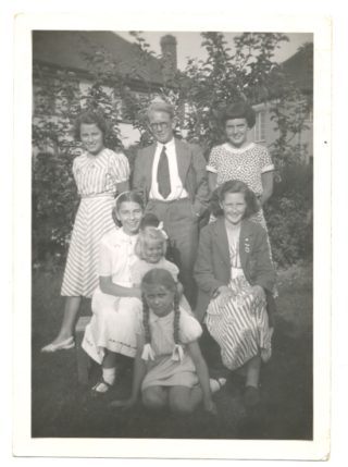 Our family with Birgit and Janice Nolan and her danish visitor | Cross familt