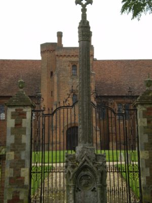 15) At the east end of the churchyard can be seen the private cemetery of the Cecil family and the Old Palace of Hatfield.  | Jean Cross