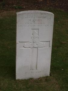 481454 Gunner H Askey RA 8 December 1939 Age 39